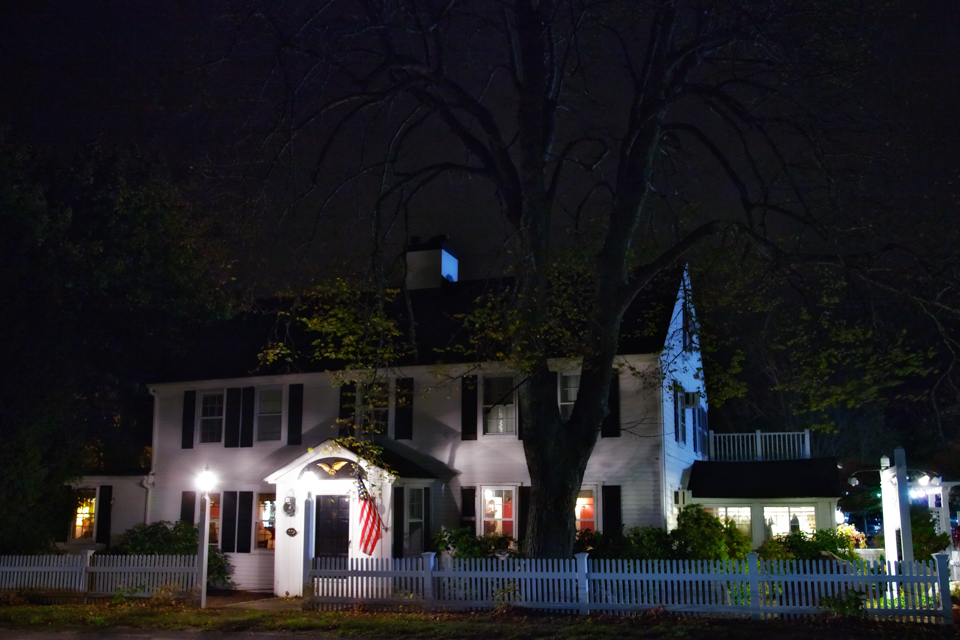 Old Yarmouth Inn: Fish and Chips and spooks at Cape Cod's oldest inn