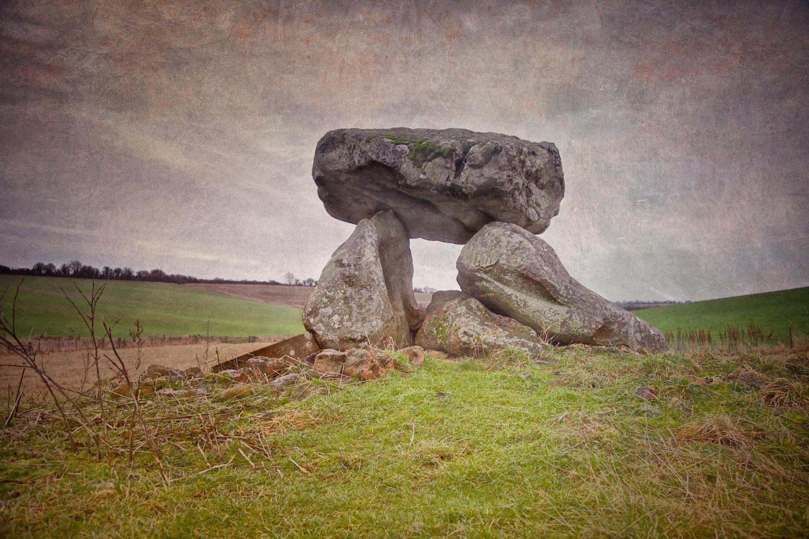 Devil's Den dolmen near Avebury